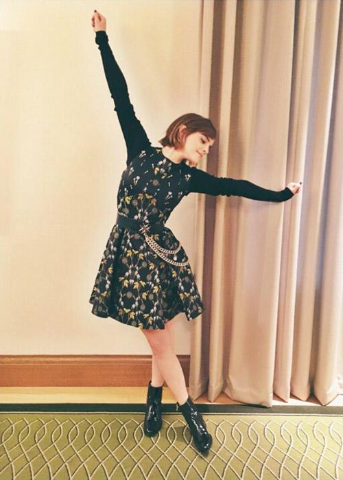 В платье от Alexander McQueen и ботинках от Pierre Hardy, январь 2016