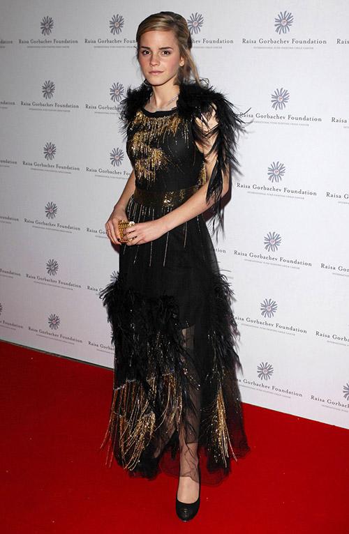 В платье от Chanel, июнь 2007