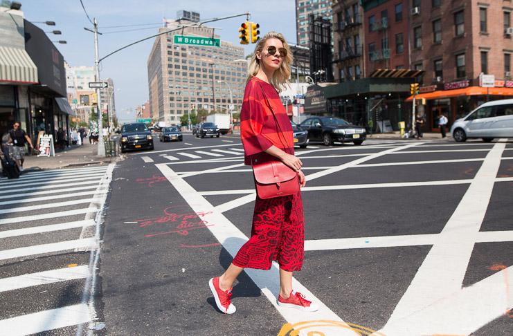 Как носить красный цвет? Одну из самых горячих тенденций 2017