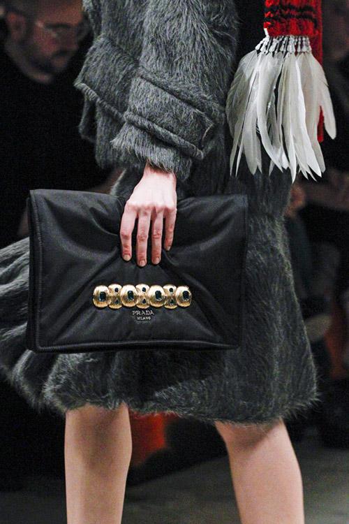 Черная тканевая сумка от prada сезон осень 2017 - зима 2018