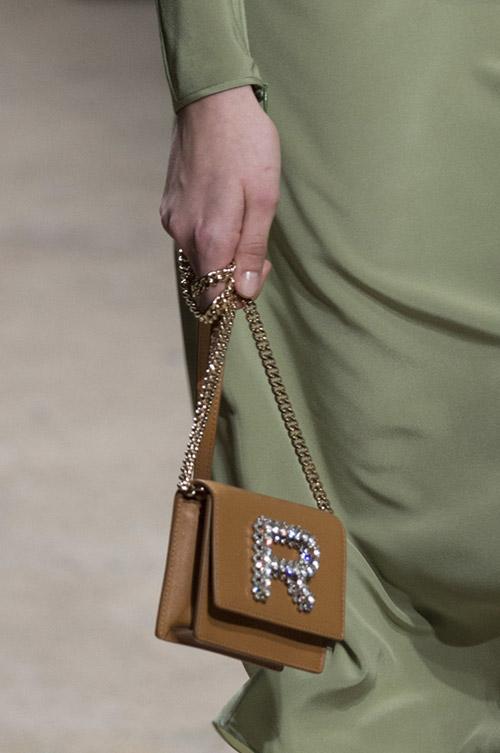 Миниатюрная сумочка со стразами от rochas сезон осень 2017 - зима 2018