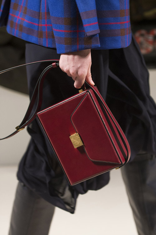 Бордовая модная сумка от victori beckham сезон осень 2017 - зима 2018