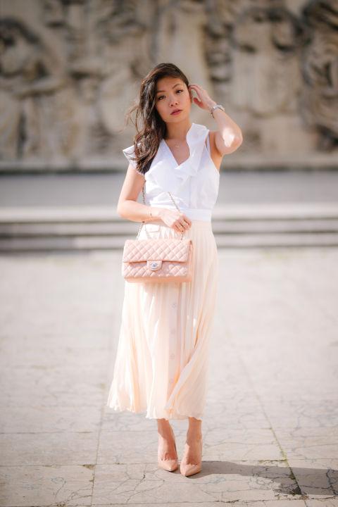 Если вы не высокая девушка, все равно не бойтесь носить летом длинную юбку, но она должна быть тонкая и прилегать к силуэту