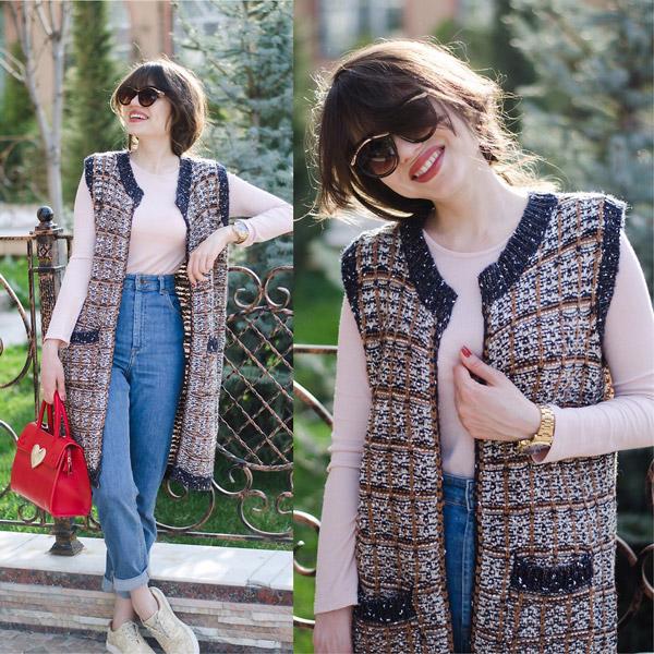 Девушка в джинсах с высокой талией, водолазка и удлиненный жилет