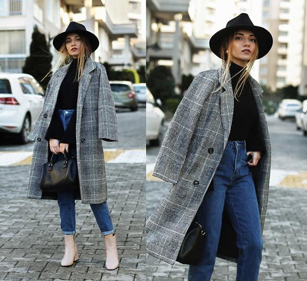 Девушка в джинсах американках, пальто в клетку и шляпа