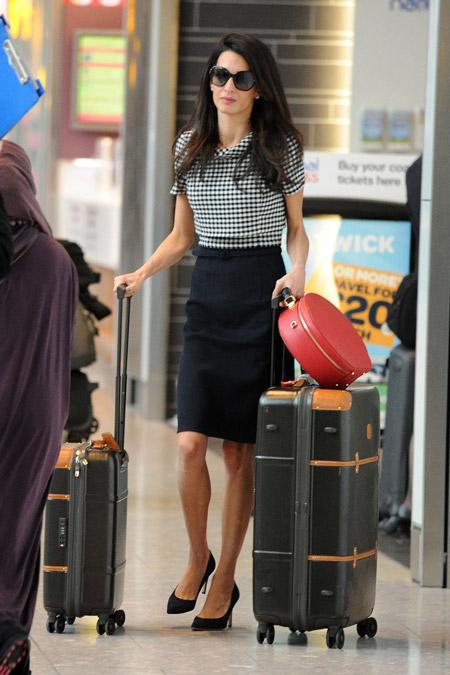 "Амаль Клуни в аэропорту ""Хитроу"", октябрь 2014"