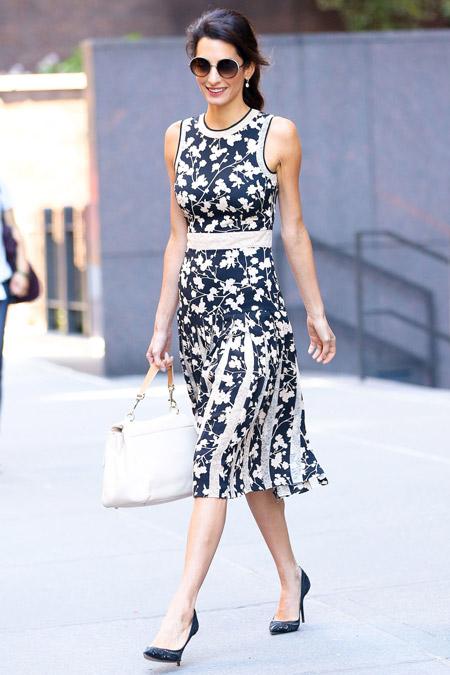 Амаль Клуни в платье с цветочным принтом от Michael Kors, Нью-Йорк сентябрь 2016