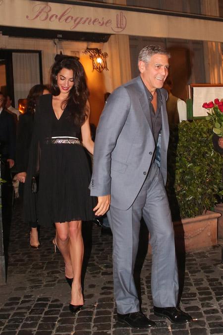 Амаль Клуни в черном плиссированом платье от Giambattista Valli, Рим май 2016