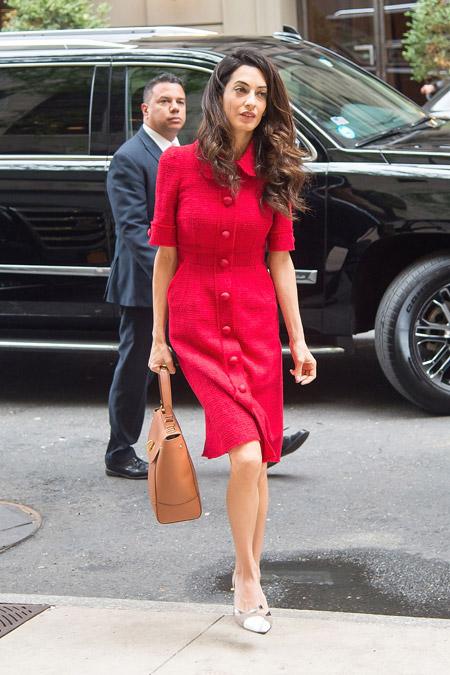 Амаль Клуни в платье от Dolce & Gabbana в Нью-Йорке, сентябрь 2015