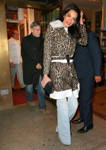Амаль Клуни в пальто от Giambattista Valli на ужине с Джорджем, Нью-Йорк март 2015