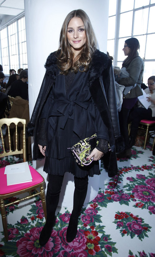В черном ансамбле во время показа Delpozo на Недели Моды в Нью-Йорке