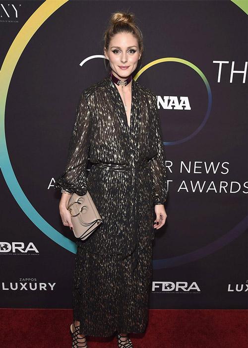 В черно-золотом костюме на FN Achievement Awards