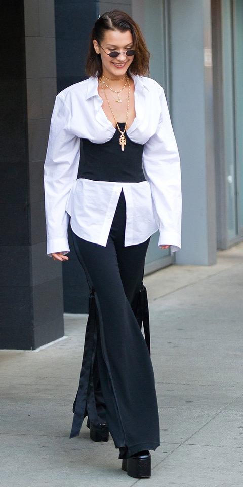 Белла Хадид в рубашке с корсетом и черных брюках