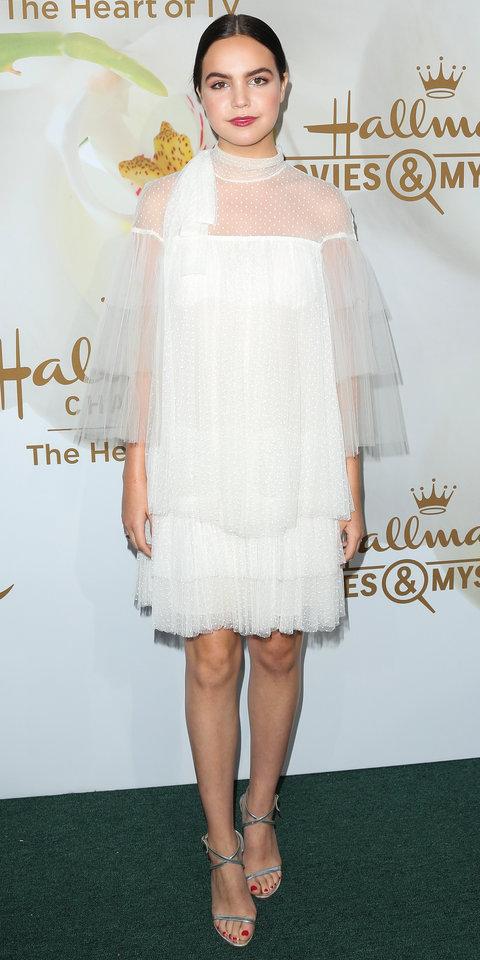 Бэйли Мэдисон в белом платье из фатина