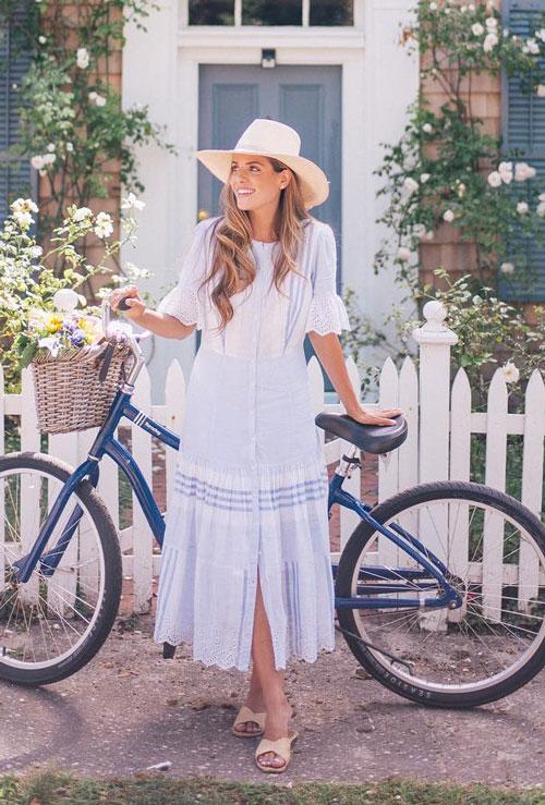 Блогер в легком летнем платье и шляпе juliahengel