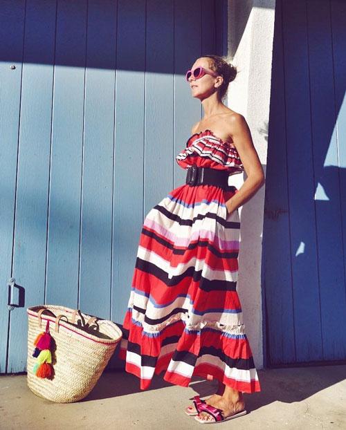 Блогер в летнем платье с открытыми плечами jxxsy