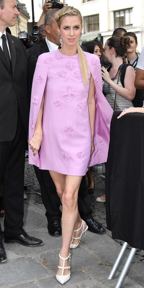 Ники Хилтон в сиреневом платье