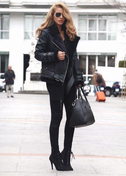 Стильная девушка в черных брюках, ботильонах и дубленке - фото ecstasymodel.com