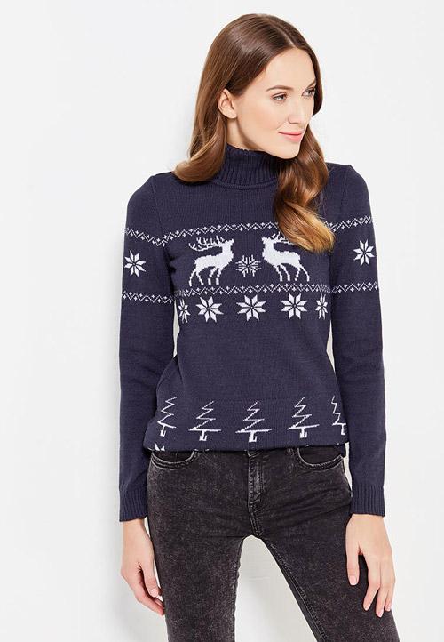 Девушка в синем свитере с оленем