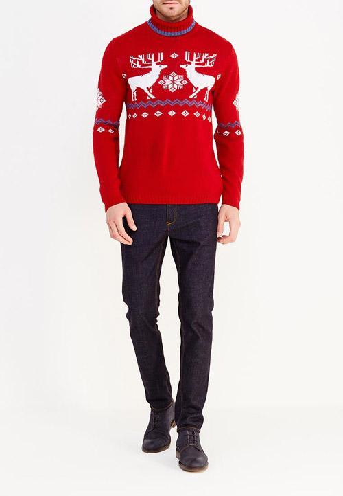 Парень в красном свитере с оленями