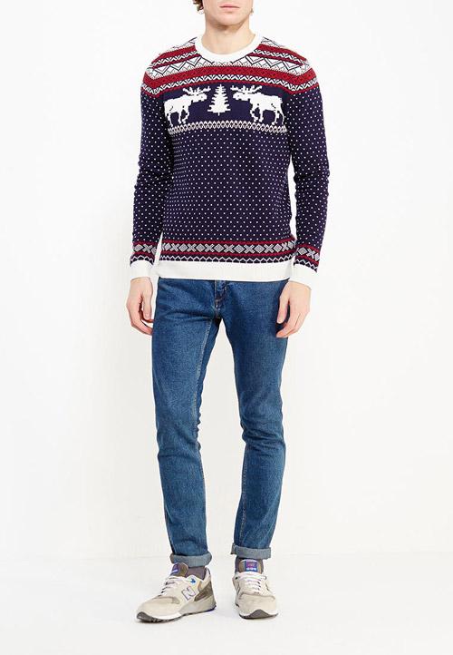 Парень в новогоднем свитере с оленями