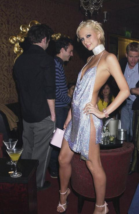 Пэрис Хилтон в блестящем платье на бретельках