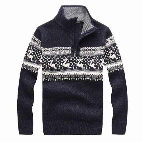 Темно синий новогодний свитер с оленем