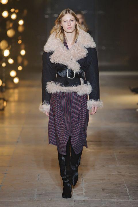 Модель marant в куртке из овечьей шерсти