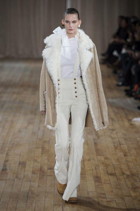Модель ulla-johnson в пальто из овечьей шерсти