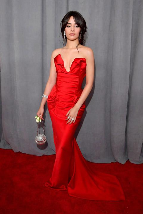 Камила Кабельо в элегантном красном платье на церемонии «Грэмми» 2018