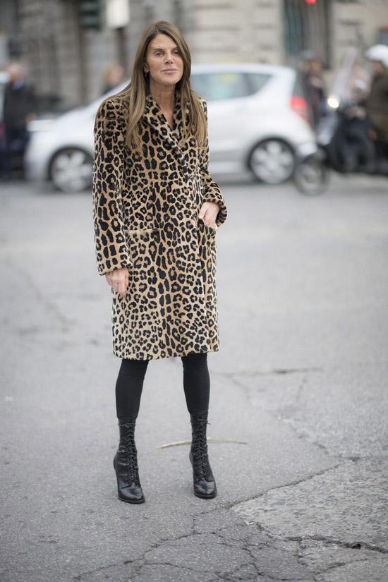 Анна Делло Руссо в леопардовом меховом пальто и ботильонах со шнуровкой