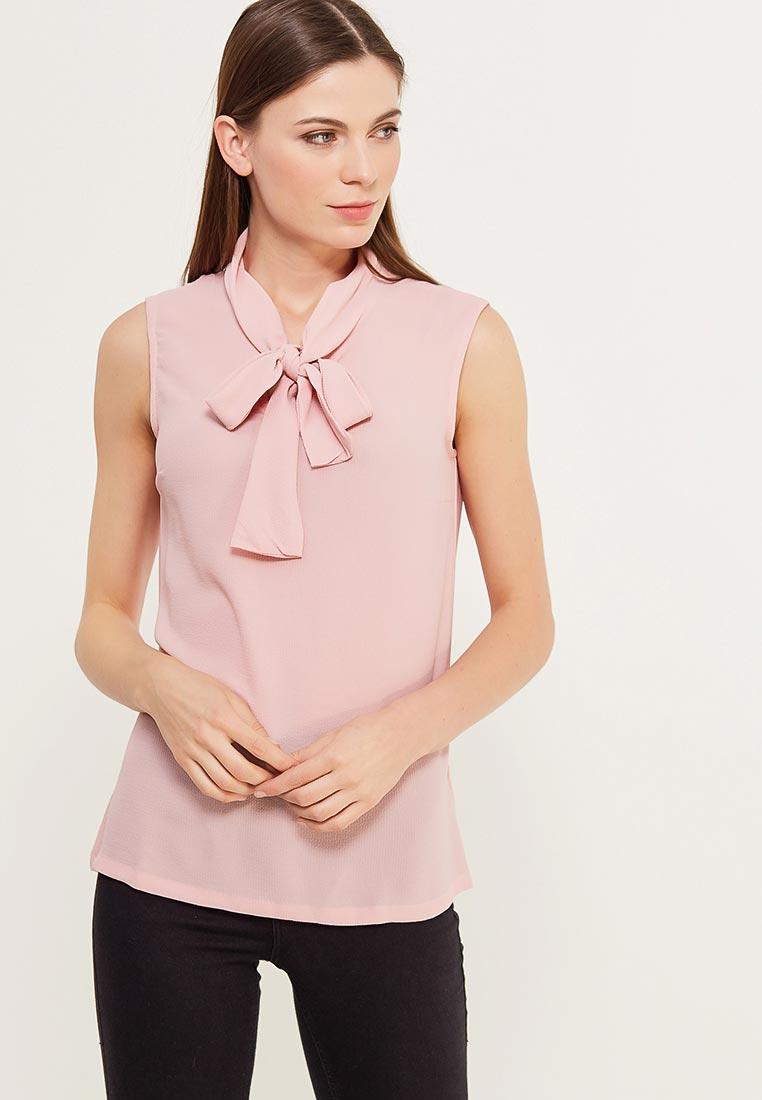 Девушка в розовой блузке с бантом без рукавов