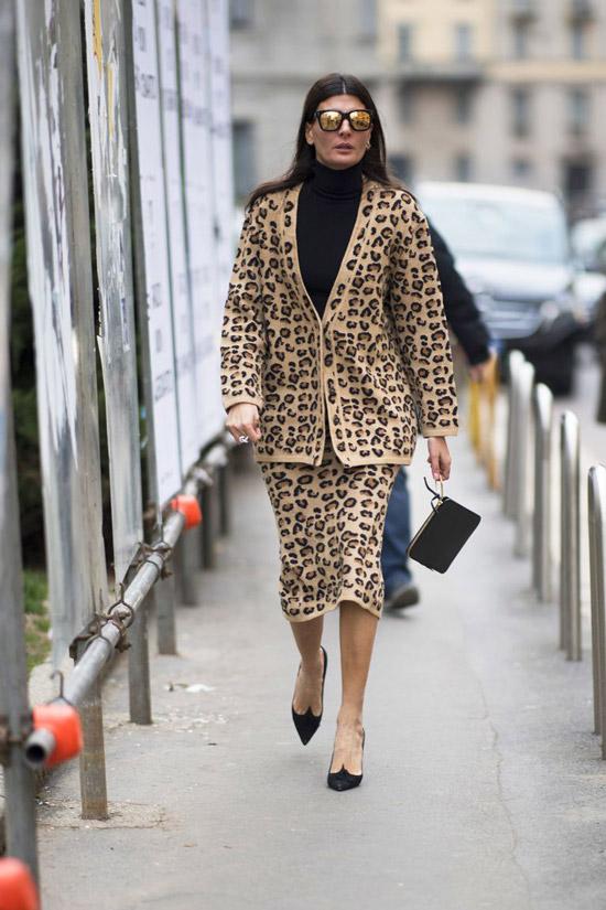 Джованна Баттаглия в леопардовом костюме с леопаровым принтом