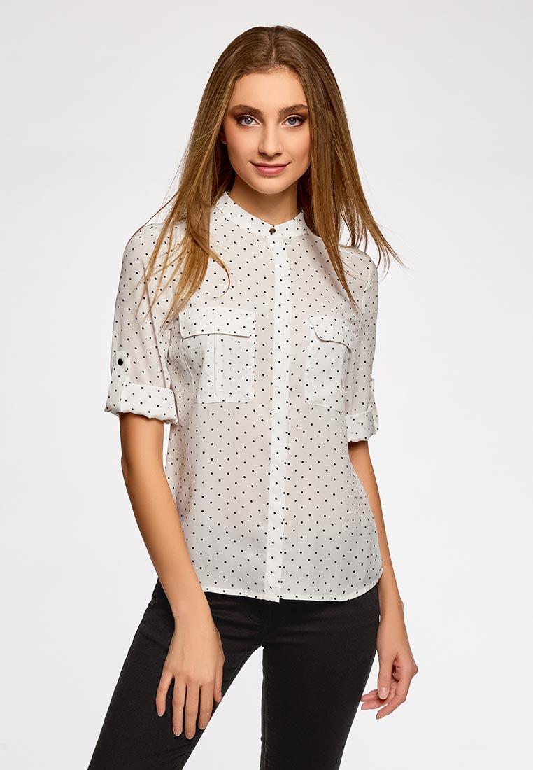 Модель в белой блузке с мелкий горошек