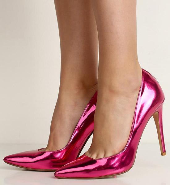 Блестящие розовые туфли н шпильке и острым носом