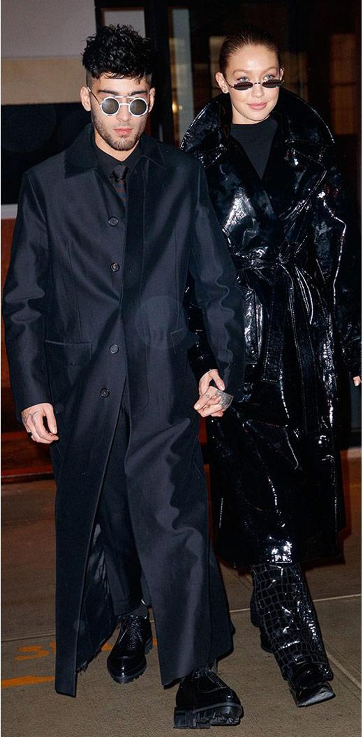 Джиджи Хадид в черном лакированом плаще