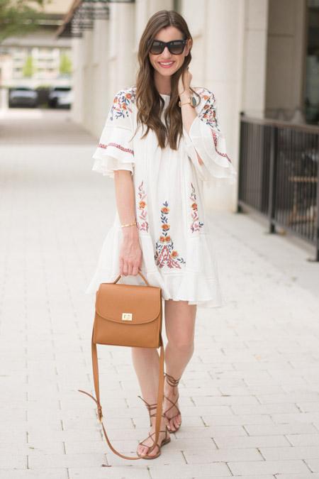 Девушка в белом платье с вышивкой.ю стиль бохо