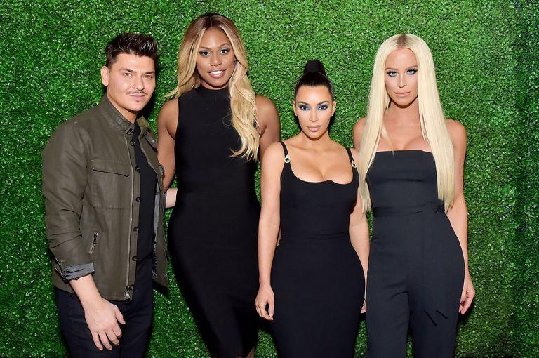 Ким Кардашян и другие звезды на вечеринке в черных нарядах