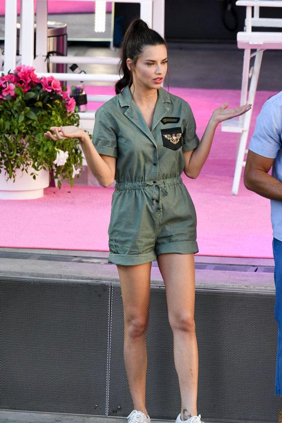 Адриана Лима в комбинезоне цвета хаки