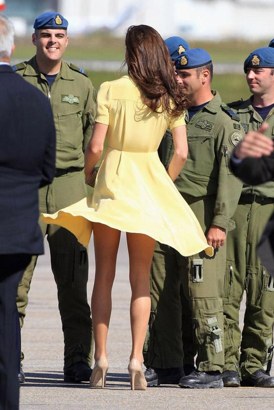 Кейт Миддлтон в желтом платье рубашка и бежевых туфлях