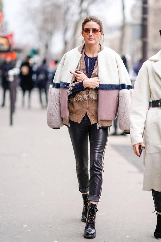 Оливия Палермо в кожаных леггинсах и розовый бомбер