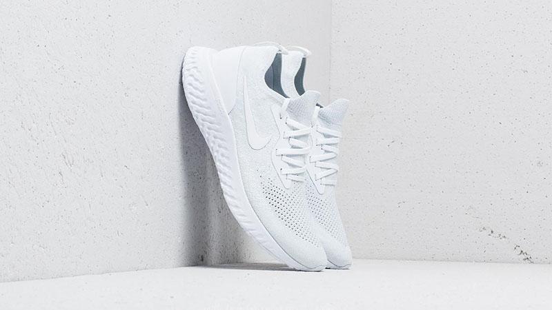 Белые кроссовки Nike Epic React Flyknit