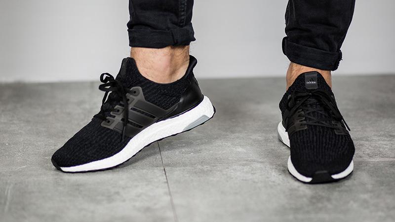 Черные кроссовки Adidas Ultra Boost