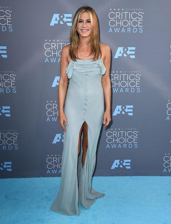 Дженнифер Энистон в голубом платье макси