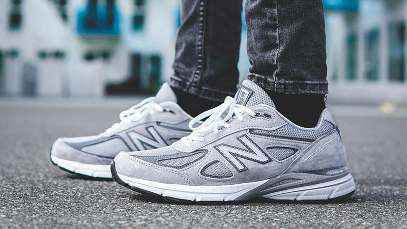 Серые кроссовки New Balance 990v4