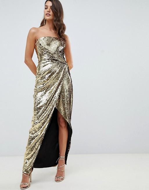 Девушка в длинном золотом плаье с блестками