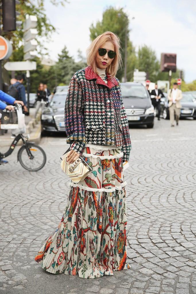 Девушка в платье макси и куртка