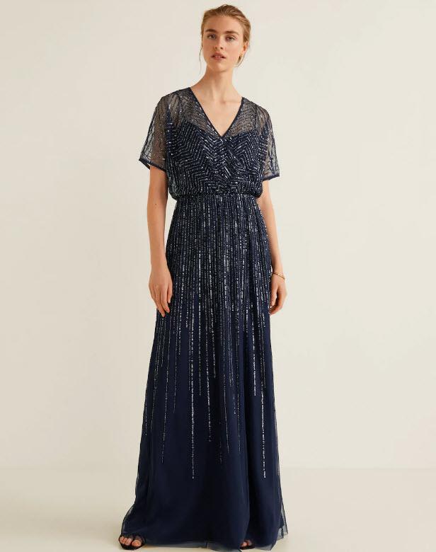 Девушка в темно синем платье макси с блестками