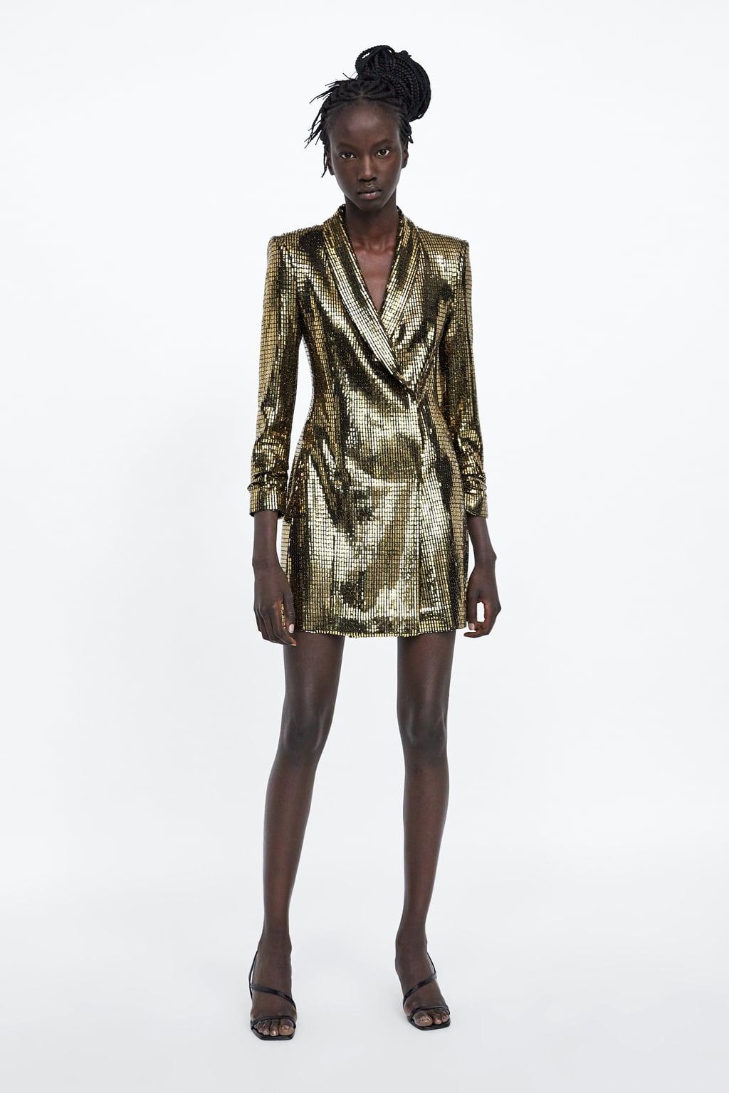 Девушка в золотом платье пиджак с блестками