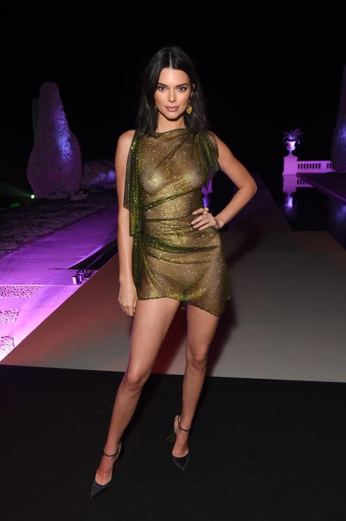 Кендалл Дженнер в прозрачном золотом платье мини